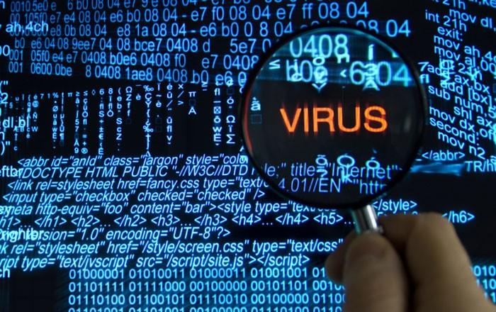 лупа наведена на слово Virus