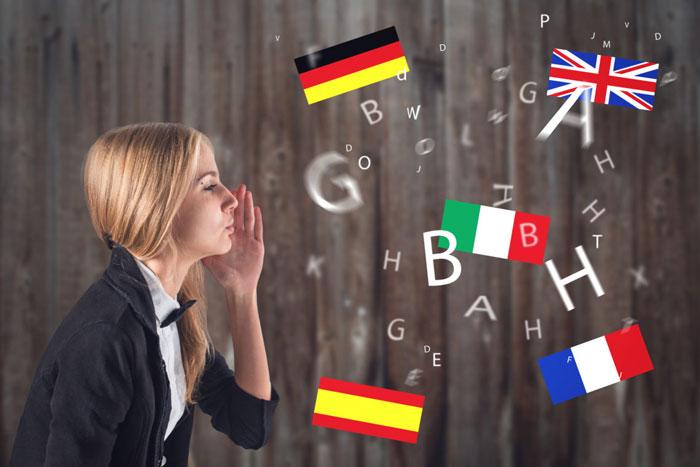 девушка и флаги разных стран