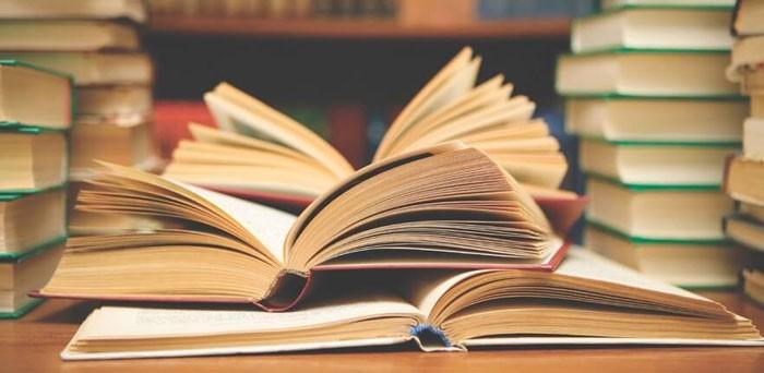 разложенные книги