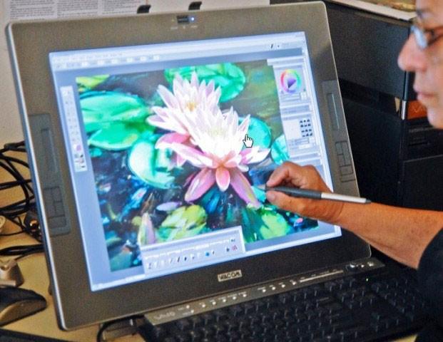 рисунок цветов на экране компьютера