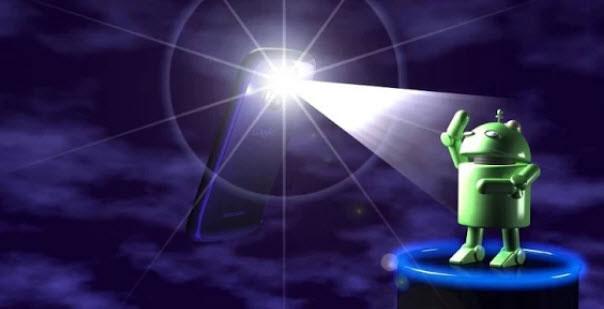 на Андроида светит фонарик